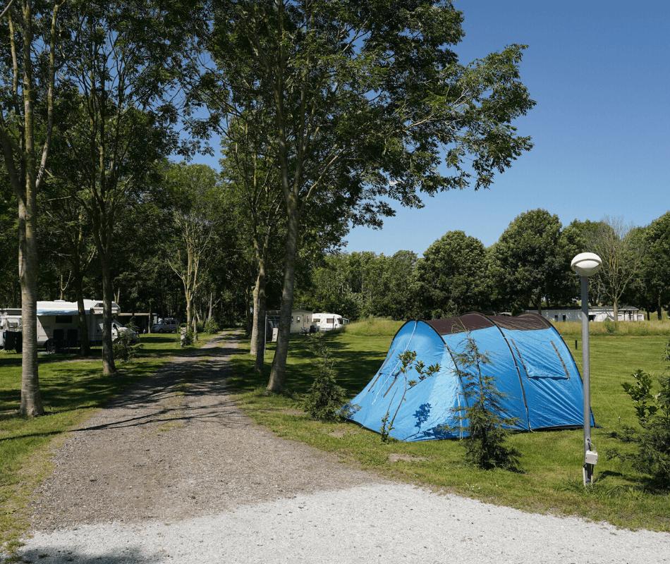 kamperen-camper-caravan-tent-vouwwagen-camping-zeestrand-camping-aan-zee-groningen-dollard-01